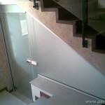 Затваряне под стълби с матирано стъкло - 10 мм