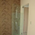 Стъклена врата без рамка