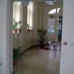 Стъклена врата с контрол на достъпа