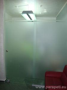 Стъклена плъзгаща врата с частичен мат
