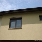 Прозорец с  външна щора и ролетна мрежа срещу насекоми